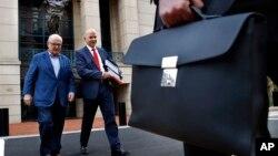 Юрист Пола Манафорта виходить з будівлі суду, 2018