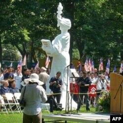 民主女神像在美国展出