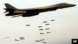 Cтратегический бомбардировщик B-1B Lancer.