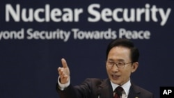 Nuclear လံုျခံဳေရးဆုိင္ရာ ညီလာခံမွာ ေတာင္ကိုရီးယားသမၼတ Lee Myung Bak ေဆြးေႏြးစဥ္။