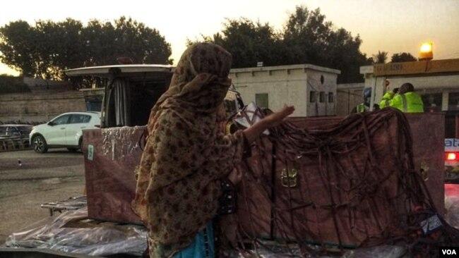 ماہ گنج بلوچ کا مزید کہنا تھا کہ فورسز نے ان کے احتجاج کرنے پر چار گھنٹے کی تاخیر سے صبح 7 بجے کریمہ بلوچ کی لاش ان کے حوالے کی۔