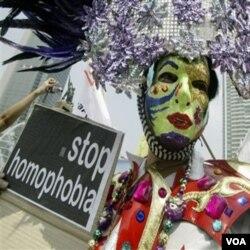 Komunitas LGBT masih sering menerima sentimen negatif akibat orientasi seksual mereka.
