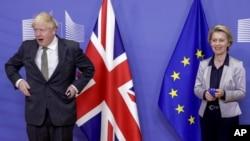 Waziri Mkuu wa Uingereza Boris Johnson na Rais wa Kamisheni ya Ulaya Ursula von der Leyen