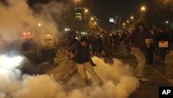 智利示威者與警方發生衝突。
