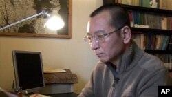 لیو شیائوبو، فعال حقوق بشر و برنده صلح نوبل در ۶۱ سالگی درگذشت