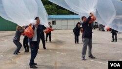 북한으로 날려보낸 '초코파이'