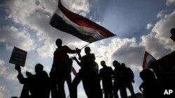 埃及民众2月8日继续在开罗市中心举行示威