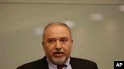 BTQP Israel Avigdor Lieberman phát biểu tại quốc hội, Ihôm 14/11, chống lệnh ngưng bắn trên dải Gaza (AP)