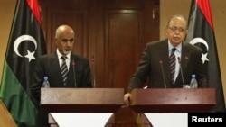Firai Ministan Libya Abdurrahim El-Keib a hagu da shugaban kasar President Mohammed el-Magarief