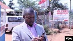 Gerald Businge da Fundação de Desenvolvimento dos Media do Uganda e responsável pela gestão da aplicação.