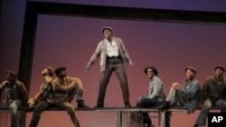 著名的百老汇舞台根植美国本土