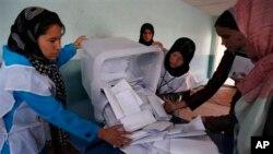 انتخابات افغانستان تابع سیستم رای واحد غیر قابل انتقال است.
