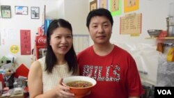 投資移民台灣的香港人梁璟釗夫婦 (美國之音特約記者 湯惠芸拍攝 )