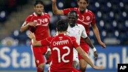 Timnas Tunisia (merah) saat menghadapi Ghana dalam Piala Afrika tahun lalu (foto: dok). Tunisia gagal maju ke Piala Dunia 2014 di Brazil.