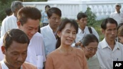 Aung San Suu Kyi walks with her National League for Democracy party members after visiting her mother's tomb on her 22nd death anniversary, Rangoon, Burma, 27 Dec 2010.