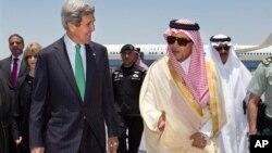 Держсекретар США Джон Керрі і міністр закордонних справ Саудівської Аравії принц Сауд аль-Фейсал