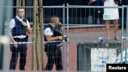 比利時警察在揮刀警事件發生地點(2016年8月6日)
