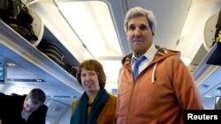 Ngoại trưởng Hoa Kỳ John Kerry và Ủy viên ngoại giao Liên hiệp Âu châu Catherine Ashton.