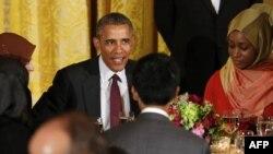 رئیس جمهور اوباما همه ساله مسلمانان را برای صرف افطار به قصر سفید دعوت می کند.