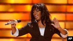 Donna Summer en la final de American Idol, mayo 2008.