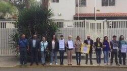 Venezuela: Familiares de Presos Políticos protestan afuera de la Cruz Roja