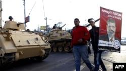 Танки у президентского дворца. Каир, 06 декабря 2012г.