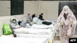 Egzibisyon nan yon lopital kap pare pou resevwa pasyan ki enfekte ak coronavirus la nan Wuhan, santral Lachin, pwovens Hubei. (Foto STR / AFP). 5 fevriye 2020.