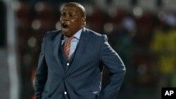 Le sélectionneur de l'équipe de l'Afrique du sud, Ephraim Mashaba,lors de la CAN en Guinée-Équatoriale, le 19 janvier 2015.
