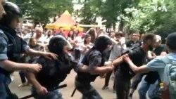 Hapšenja tokom protesta podrške novinaru Golunovu