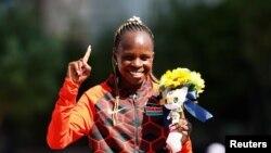 Chechirchir asherehekea ushindi baada ya kukabidhiwa medali ya dhahabu.
