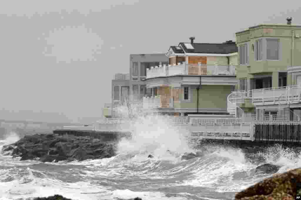 Волны, обрушивающиеся на берег (Лонг-Порт, Нью-Джерси)