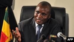 Moussa Sinko Coulibaly au micro de Kassim Traoré pour VOA Afrique