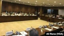 سینیٹ کی اسٹینڈنگ کمیٹی برائے داخلہ کا اجلاس چیئرمین رحمان ملک کی صدارت میں ہو رہا ہے۔