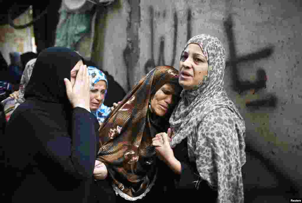 The mother of a Hamas militant mourns during his funeral in the northern Gaza Strip, October 24, 2012.