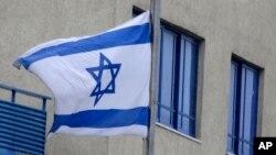 Bên ngoài đại sứ quán Israel tại Athens, Ai Cập.