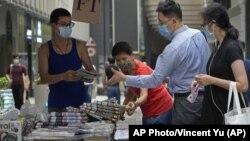 Hong Kong People buy Apple Daily
