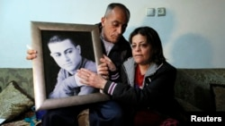 The mother and father of Muhammad Musallam, an Israeli Arab held by Islamic State in Syria as an alleged spy, react with a picture of him in their East Jerusalem home, March 10, 2015.