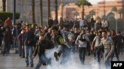 Phóng viên của các hãng tin nói họ bị tấn công, máy móc bị đập vỡ hoặc bị tịch thu khi tường trình về cuộc biểu tình