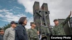 台湾总统蔡英文2019年1月15日视察花莲东部防卫指挥部 (台湾总统府提供)