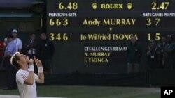 Petenis Inggris, Andy Murray of Britain berhasil mengalahkan petenis Perancis Jo-Wilfried Tsonga dalam Kejuaraan Tenis All England di Wimbledon, Inggris (6/7).