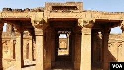 مکلی قبرستان کی قدیم تعیمرات جو عالمی ثقافتی ورثے میں شامل ہیں۔