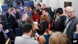 """La subdirectora de Spicer, Sarah Huckabee Sanders, dijo que: """"Estábamos tratando de hacer un grupo informal""""."""