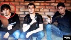 ალი დაბუევი (მარცხნივ) გასული საუკუნის 90-იანი წლების ბოლოს