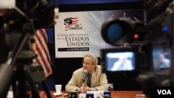 El ex funcionario estadounidense, Arturo Valenzuela, fue invitado por el presidente Rafael Correa al Palacio de gobierno ecuatoriano.