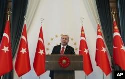 Turkey's President Recep Tayyip Erdogan speaks to a group of US businessmen at his palace, in Ankara, Turkey, Sept. 10, 2019.