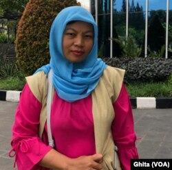 Baiq Nuril Maknun, setelah melakukan wawancara dengan VOA di Jakarta, Kamis, 22 November 2018. (Foto: VOA/Ghita).
