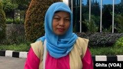 Baiq Nuril Maknun, setelah wawancara dengan VOA di Jakarta (Foto: VOA/Ghita).