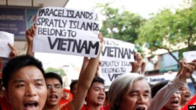 Biểu tình chống Trung Quốc tại Hà Nội ngày 12/6/2011