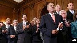 Ketua DPR AS John Boehner (kanan) dan fraksi Republik di DPR menuntut penundaan pelaksanaan program perawatan kesehatan Presiden Barack Obama (29/9).