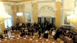 Barack Obama considera opción diplomática sin descartar acción militar.
